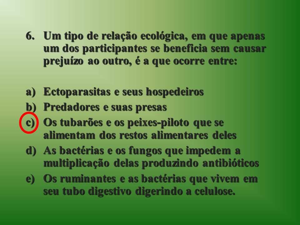 Um tipo de relação ecológica, em que apenas um dos participantes se beneficia sem causar prejuízo ao outro, é a que ocorre entre: