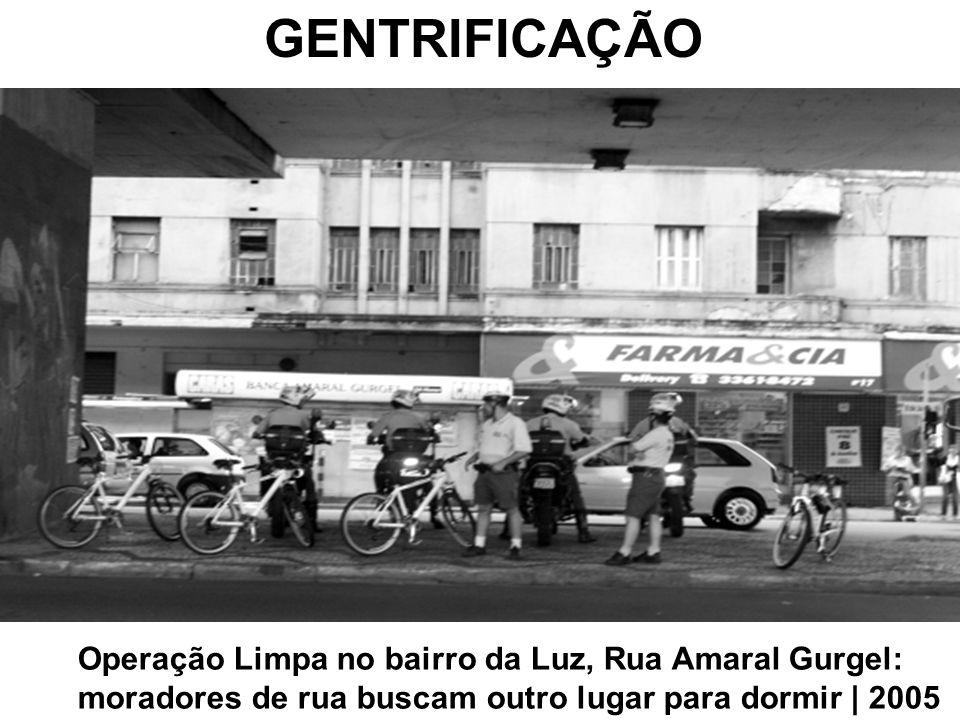 GENTRIFICAÇÃO Operação Limpa no bairro da Luz, Rua Amaral Gurgel: moradores de rua buscam outro lugar para dormir | 2005.