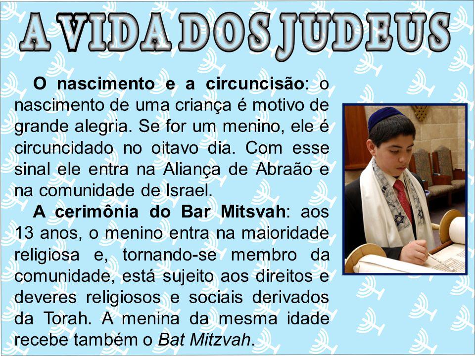 O nascimento e a circuncisão: o nascimento de uma criança é motivo de grande alegria. Se for um menino, ele é circuncidado no oitavo dia. Com esse sinal ele entra na Aliança de Abraão e na comunidade de Israel.