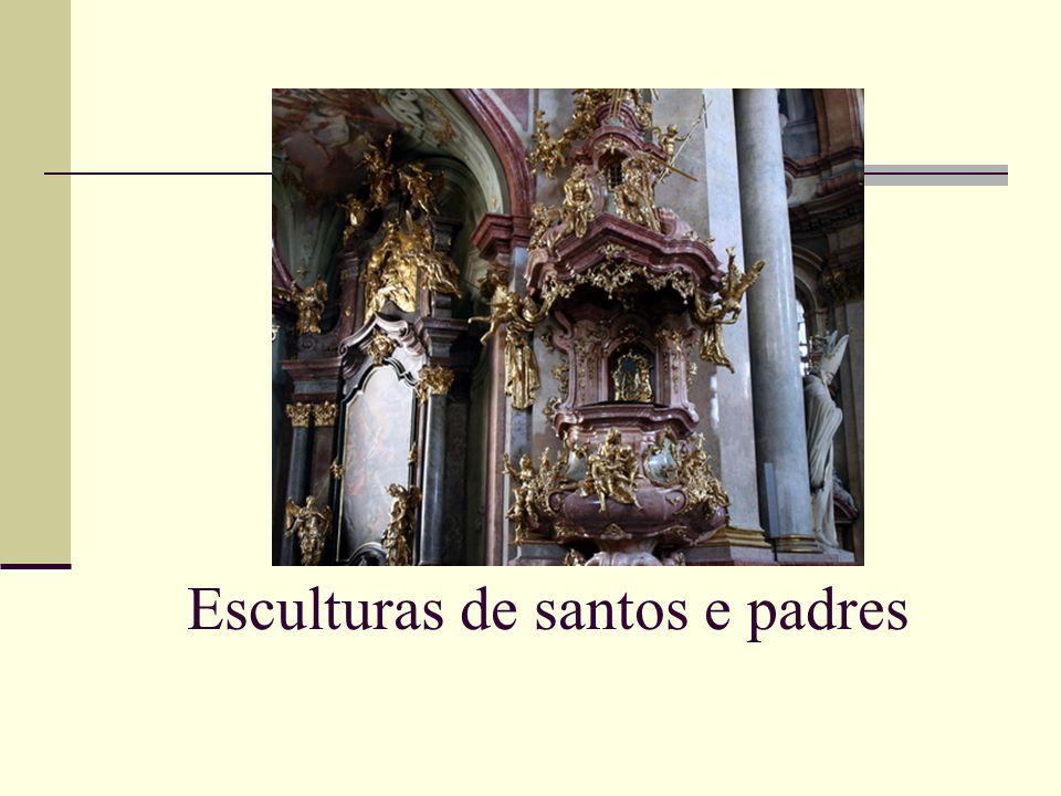 Esculturas de santos e padres