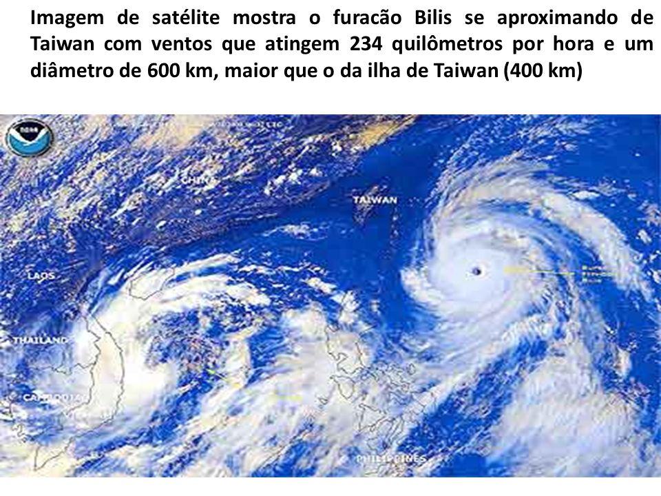Imagem de satélite mostra o furacão Bilis se aproximando de Taiwan com ventos que atingem 234 quilômetros por hora e um diâmetro de 600 km, maior que o da ilha de Taiwan (400 km)