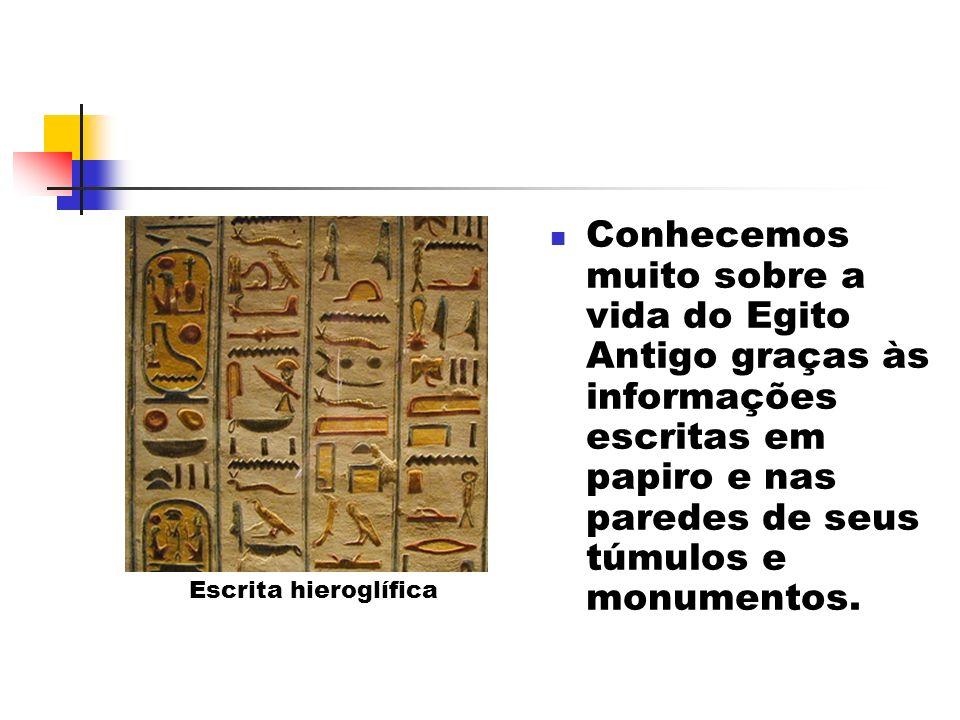 Conhecemos muito sobre a vida do Egito Antigo graças às informações escritas em papiro e nas paredes de seus túmulos e monumentos.