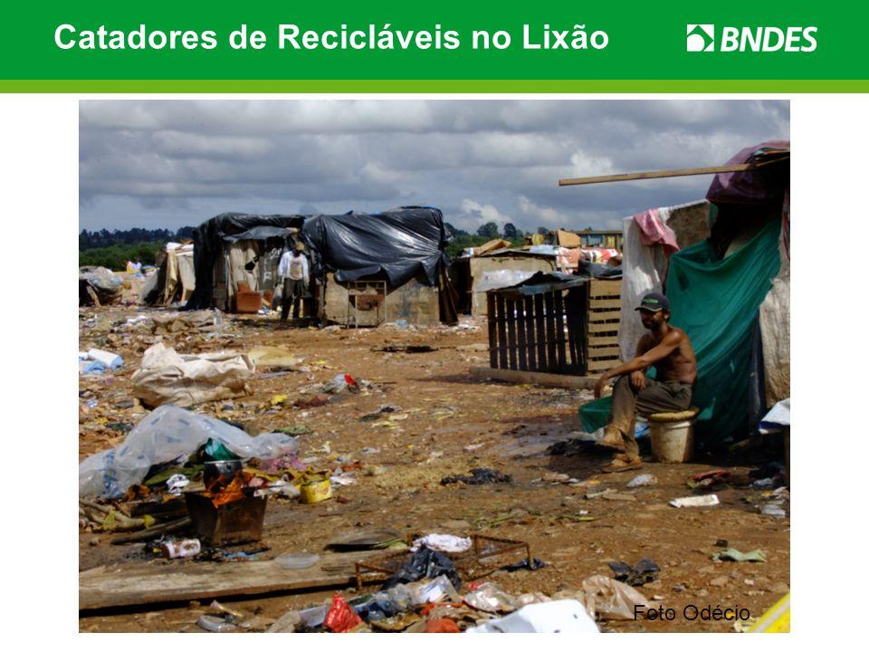 Catadores de Recicláveis no Lixão