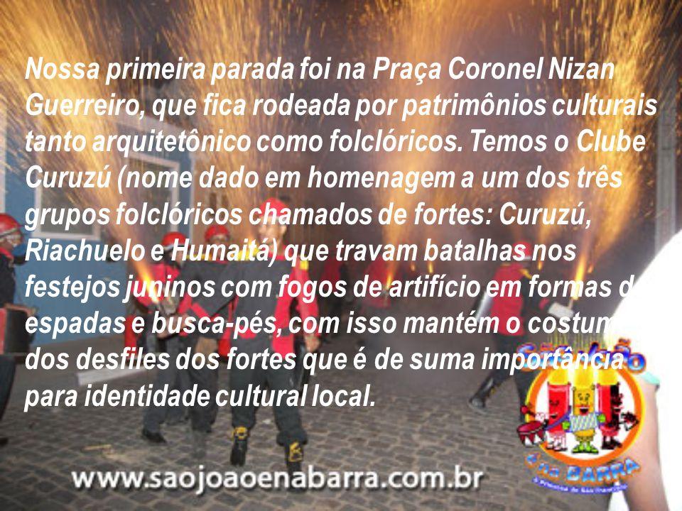 Nossa primeira parada foi na Praça Coronel Nizan Guerreiro, que fica rodeada por patrimônios culturais tanto arquitetônico como folclóricos.