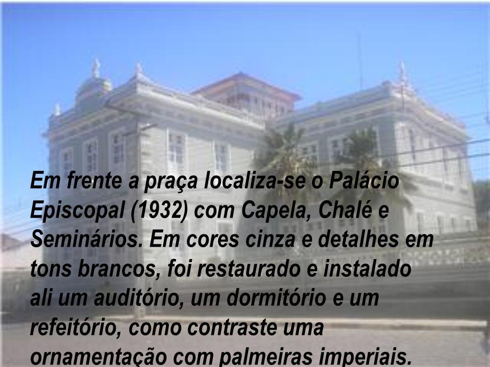 Em frente a praça localiza-se o Palácio Episcopal (1932) com Capela, Chalé e Seminários.