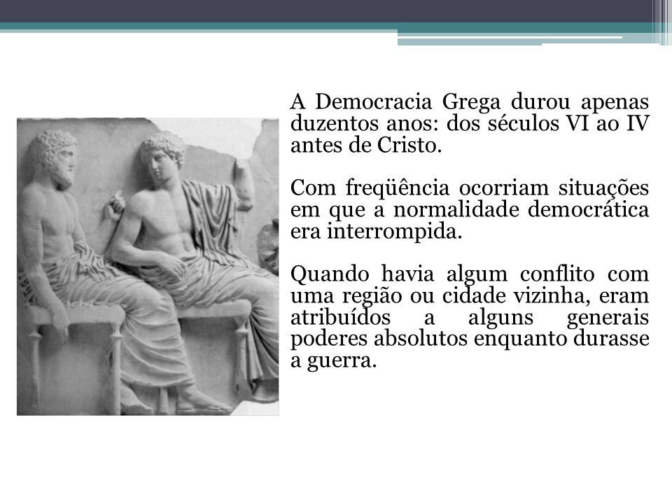A Democracia Grega durou apenas duzentos anos: dos séculos VI ao IV antes de Cristo.