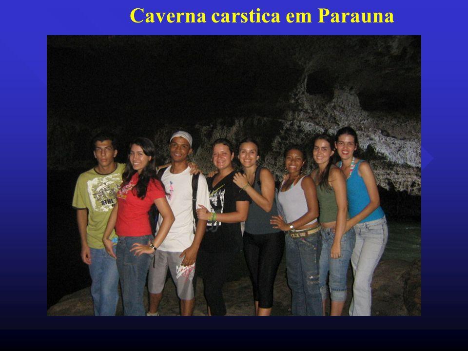 Caverna carstica em Parauna