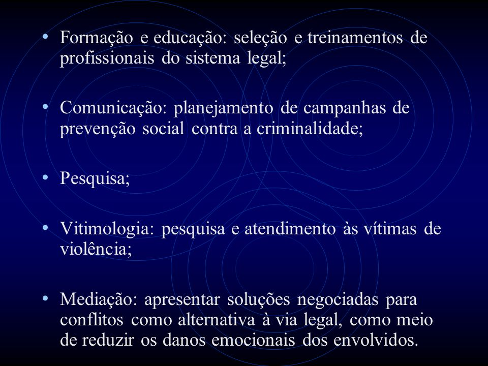 Formação e educação: seleção e treinamentos de profissionais do sistema legal;