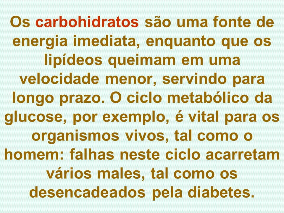 Os carbohidratos são uma fonte de energia imediata, enquanto que os lipídeos queimam em uma velocidade menor, servindo para longo prazo.