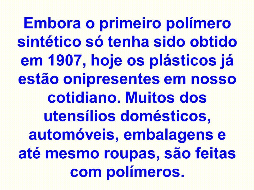 Embora o primeiro polímero sintético só tenha sido obtido em 1907, hoje os plásticos já estão onipresentes em nosso cotidiano.
