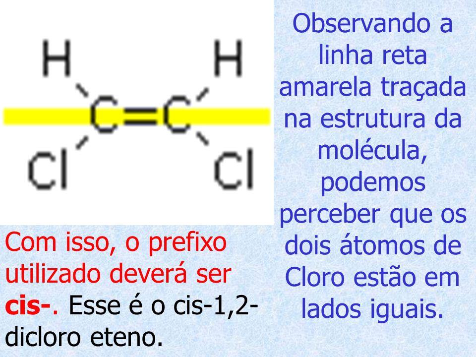 Observando a linha reta amarela traçada na estrutura da molécula, podemos perceber que os dois átomos de Cloro estão em lados iguais.