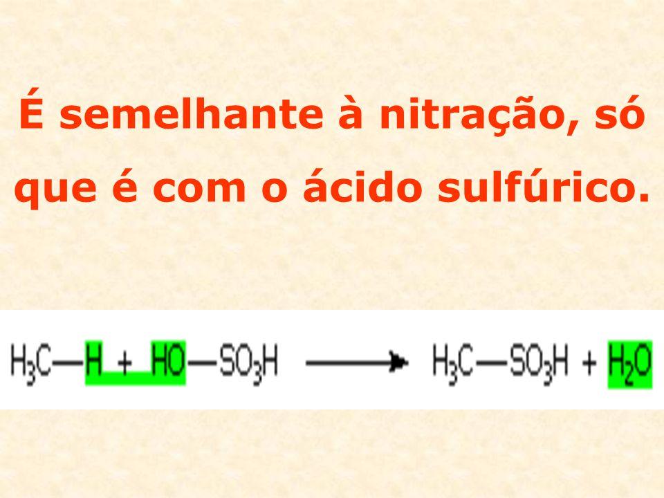 É semelhante à nitração, só que é com o ácido sulfúrico.