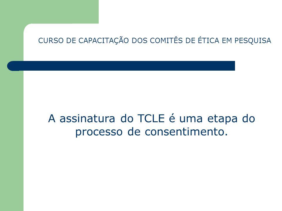 A assinatura do TCLE é uma etapa do processo de consentimento.