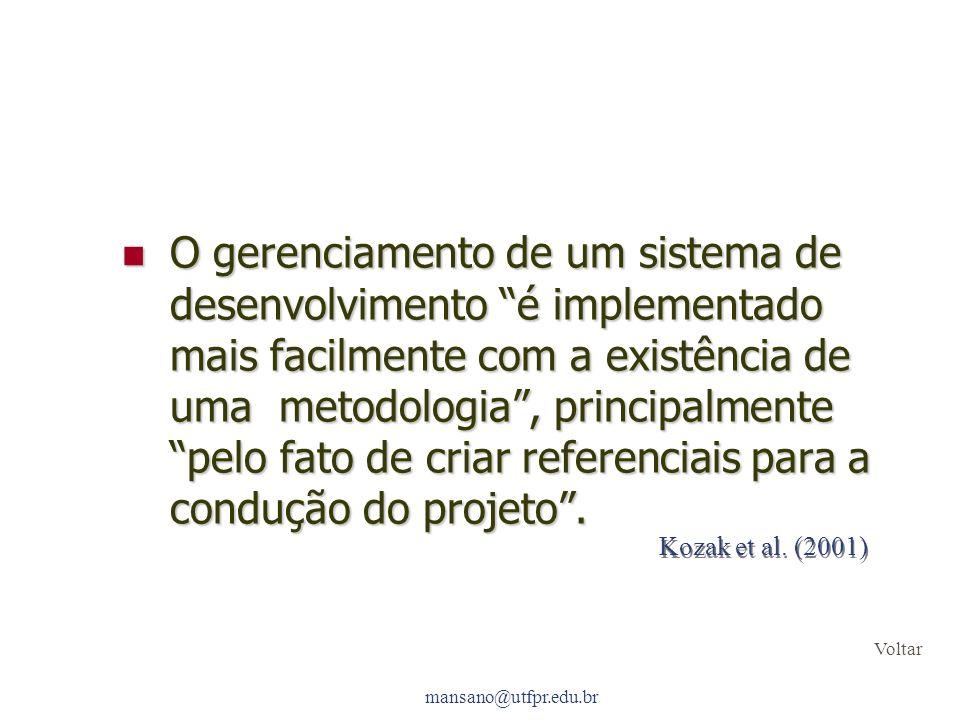 O gerenciamento de um sistema de desenvolvimento é implementado mais facilmente com a existência de uma metodologia , principalmente pelo fato de criar referenciais para a condução do projeto .