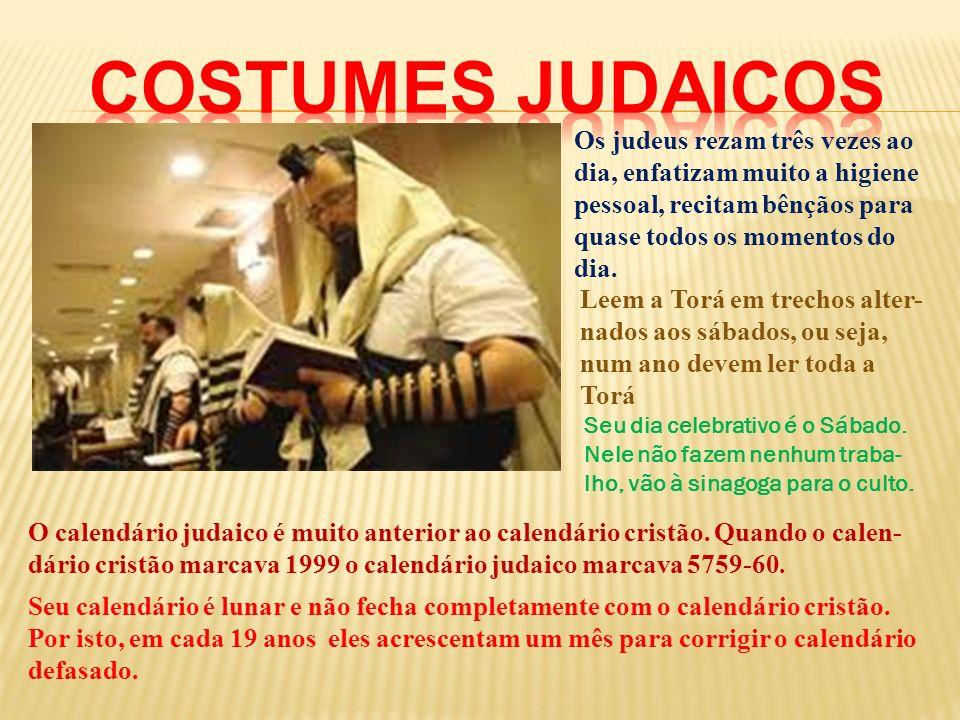 Costumes judaicos Os judeus rezam três vezes ao dia, enfatizam muito a higiene pessoal, recitam bênçãos para quase todos os momentos do dia.