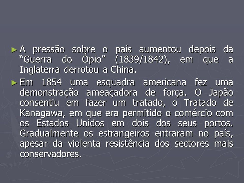 A pressão sobre o país aumentou depois da Guerra do Ópio (1839/1842), em que a Inglaterra derrotou a China.