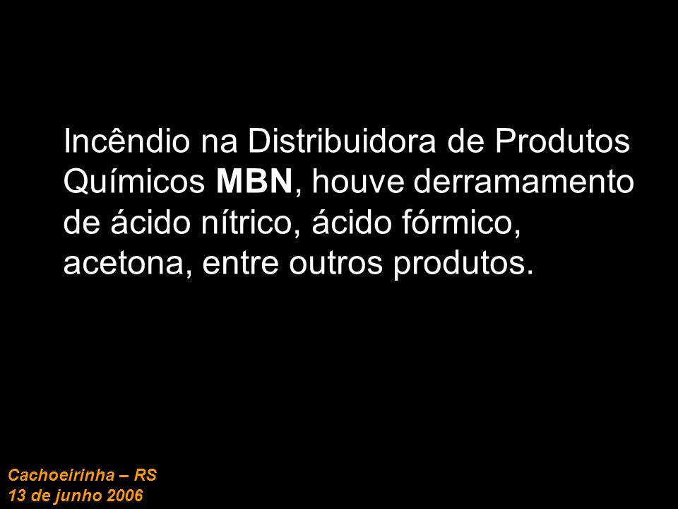 Incêndio na Distribuidora de Produtos Químicos MBN, houve derramamento de ácido nítrico, ácido fórmico, acetona, entre outros produtos.