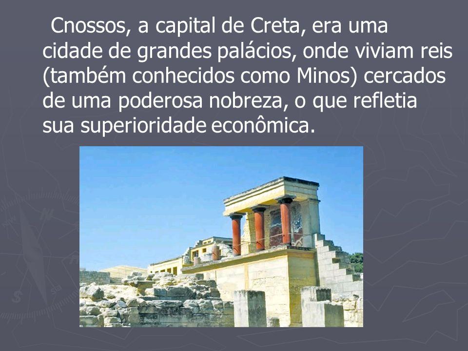 Cnossos, a capital de Creta, era uma cidade de grandes palácios, onde viviam reis (também conhecidos como Minos) cercados de uma poderosa nobreza, o que refletia sua superioridade econômica.