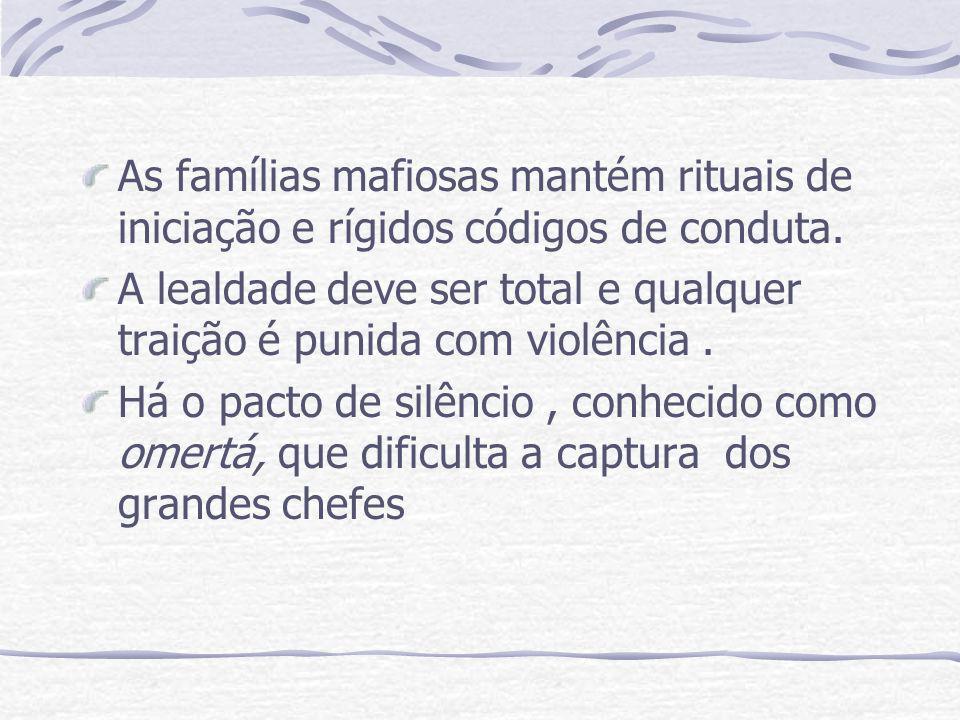 As famílias mafiosas mantém rituais de iniciação e rígidos códigos de conduta.