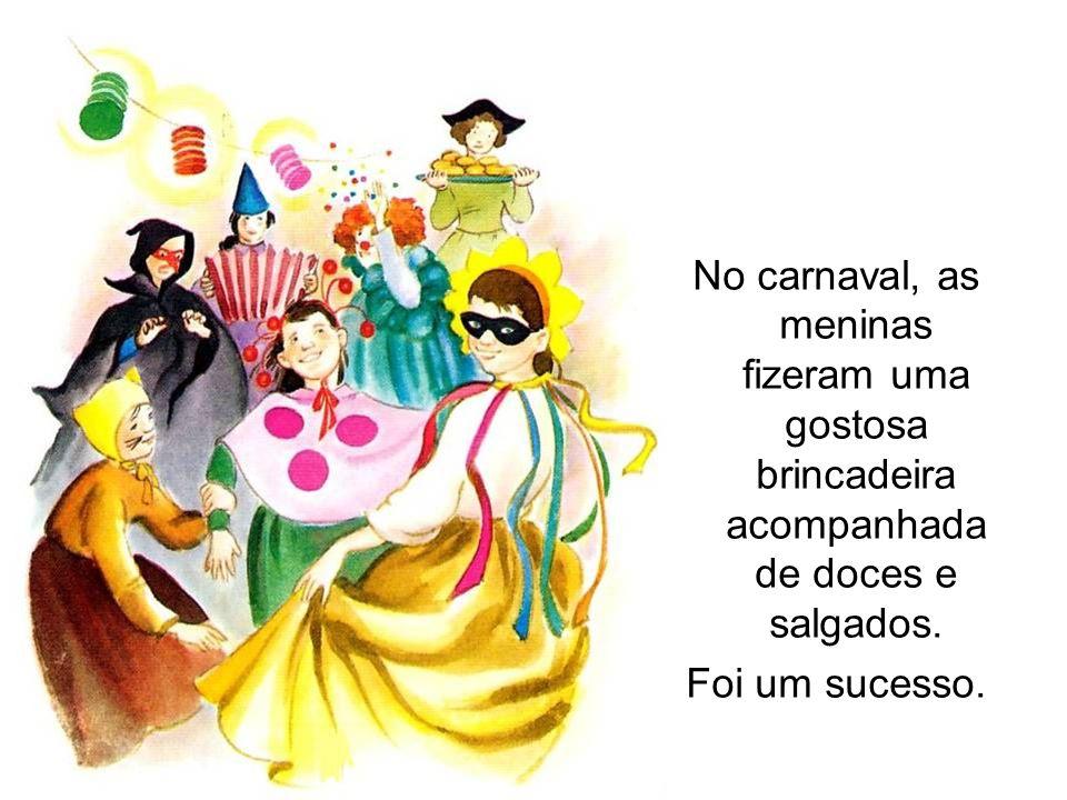 No carnaval, as meninas fizeram uma gostosa brincadeira acompanhada de doces e salgados.
