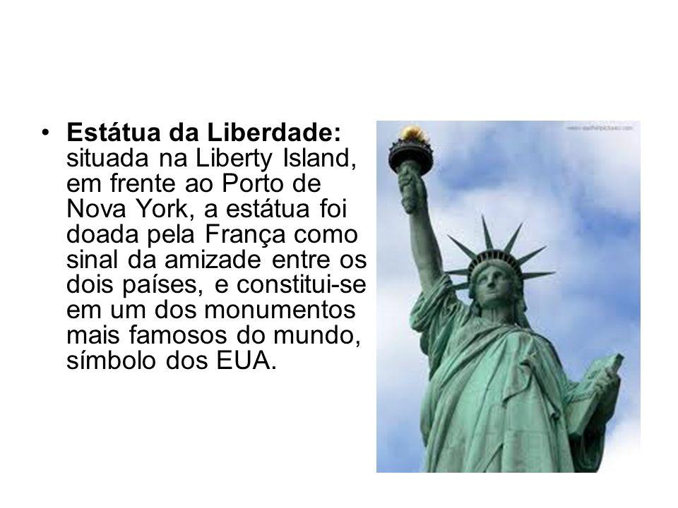 Estátua da Liberdade: situada na Liberty Island, em frente ao Porto de Nova York, a estátua foi doada pela França como sinal da amizade entre os dois países, e constitui-se em um dos monumentos mais famosos do mundo, símbolo dos EUA.