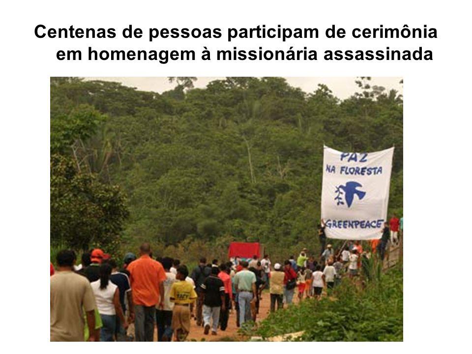 Centenas de pessoas participam de cerimônia em homenagem à missionária assassinada