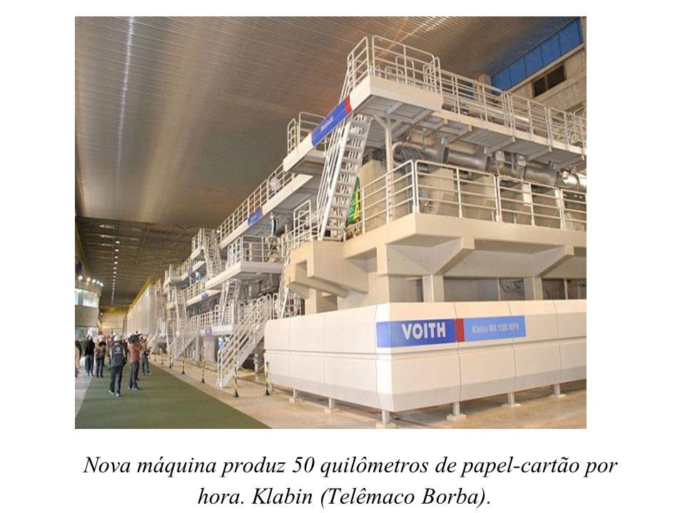Nova máquina produz 50 quilômetros de papel-cartão por hora.