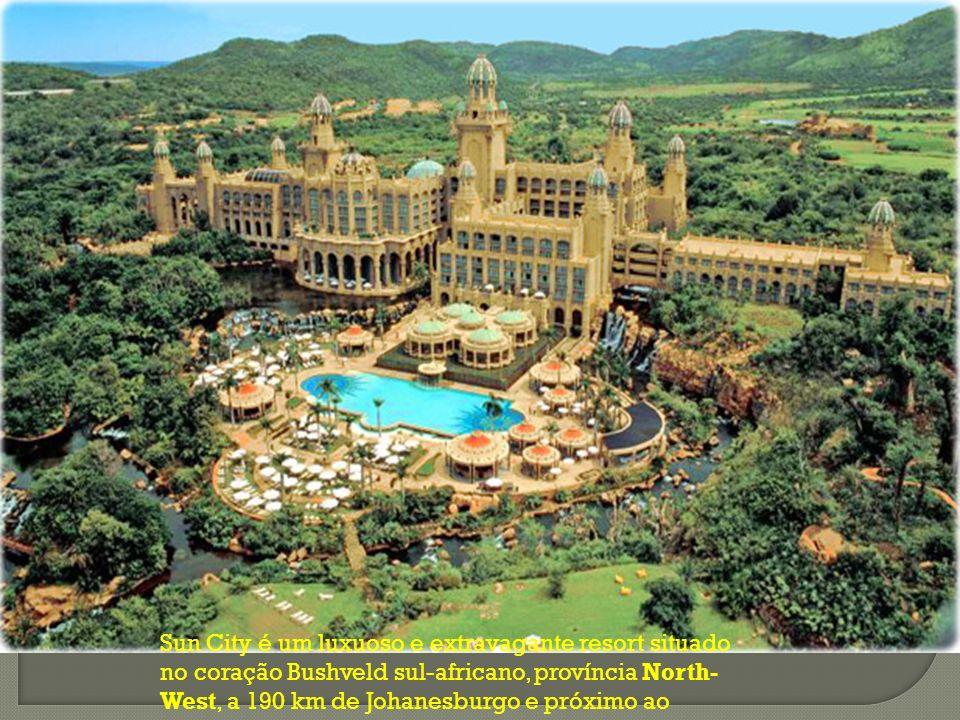 Sun City é um luxuoso e extravagante resort situado no coração Bushveld sul-africano, província North-West, a 190 km de Johanesburgo e próximo ao Pilanesberg National Park.