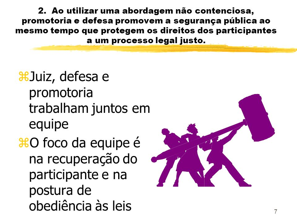 Juiz, defesa e promotoria trabalham juntos em equipe