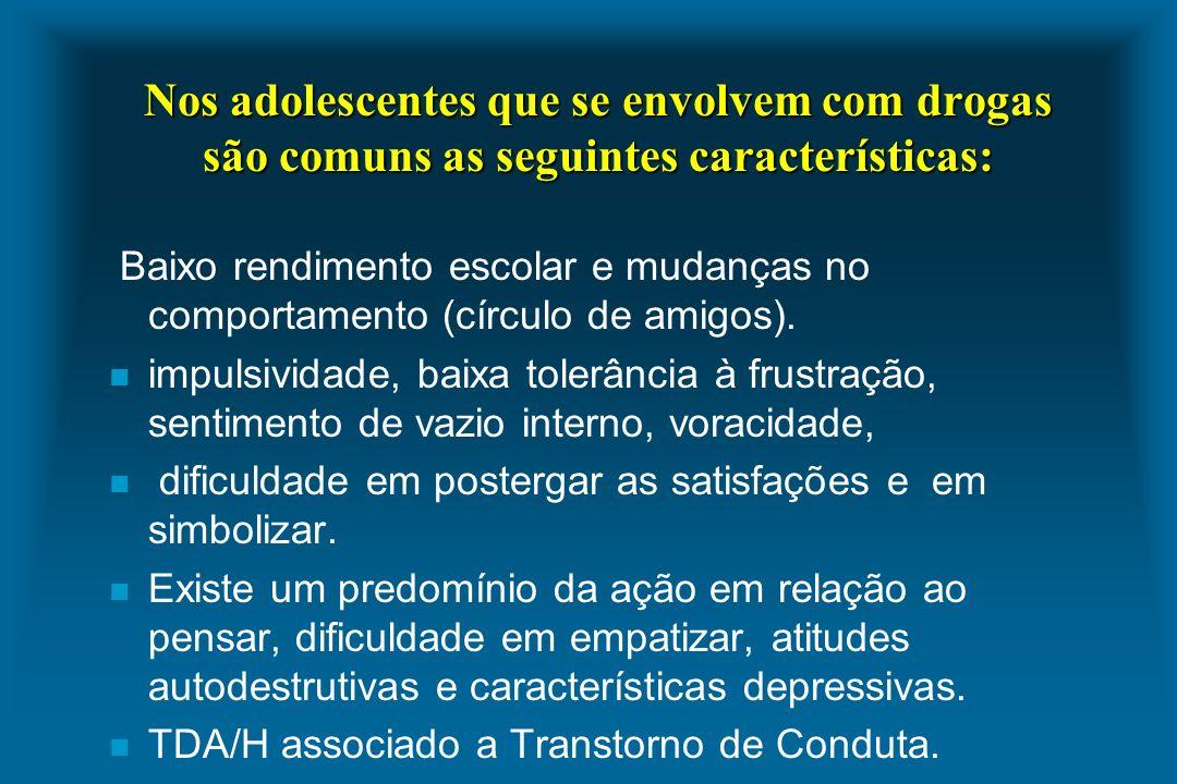 Nos adolescentes que se envolvem com drogas são comuns as seguintes características: