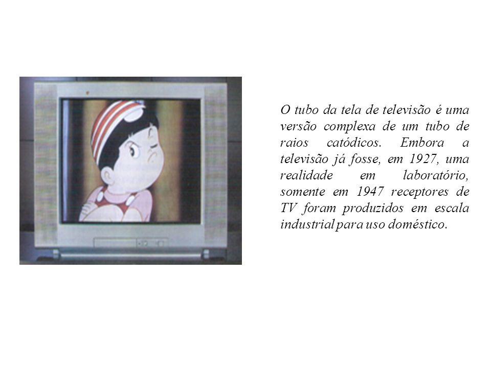 O tubo da tela de televisão é uma versão complexa de um tubo de raios catódicos.