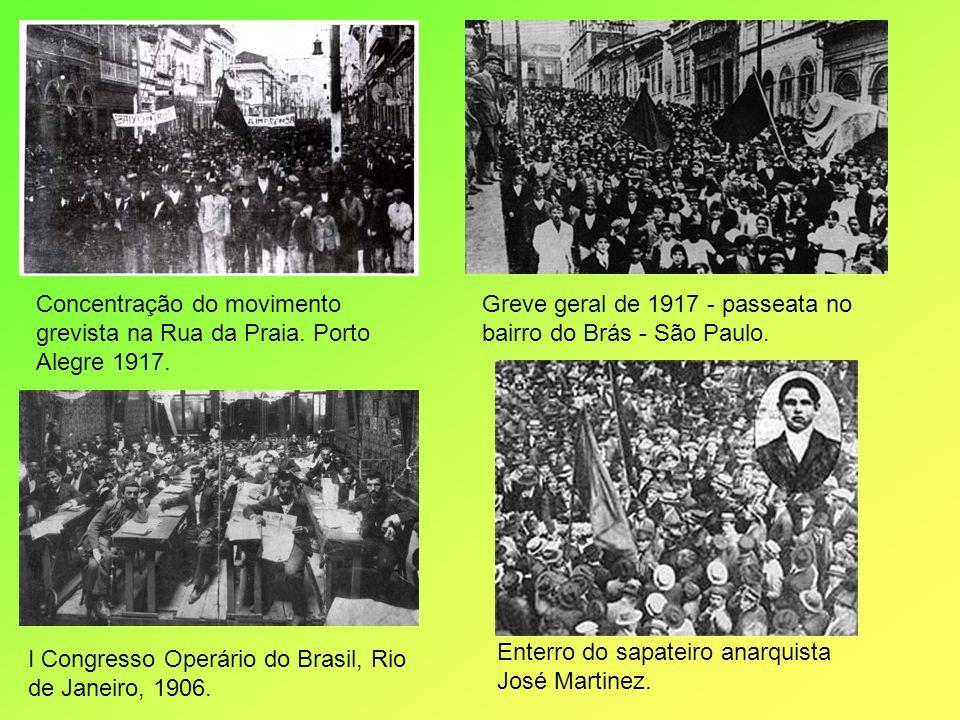 Concentração do movimento grevista na Rua da Praia. Porto Alegre 1917.