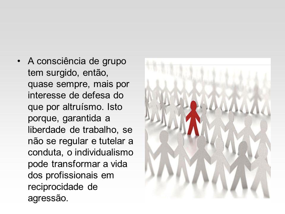 A consciência de grupo tem surgido, então, quase sempre, mais por interesse de defesa do que por altruísmo.