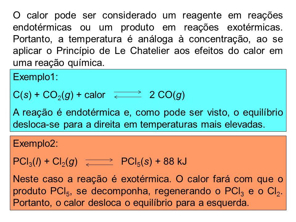 O calor pode ser considerado um reagente em reações endotérmicas ou um produto em reações exotérmicas. Portanto, a temperatura é análoga à concentração, ao se aplicar o Princípio de Le Chatelier aos efeitos do calor em uma reação química.
