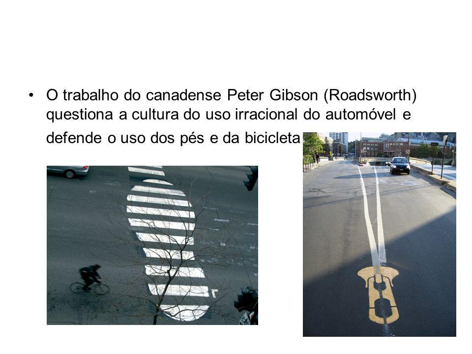 O trabalho do canadense Peter Gibson (Roadsworth) questiona a cultura do uso irracional do automóvel e defende o uso dos pés e da bicicleta