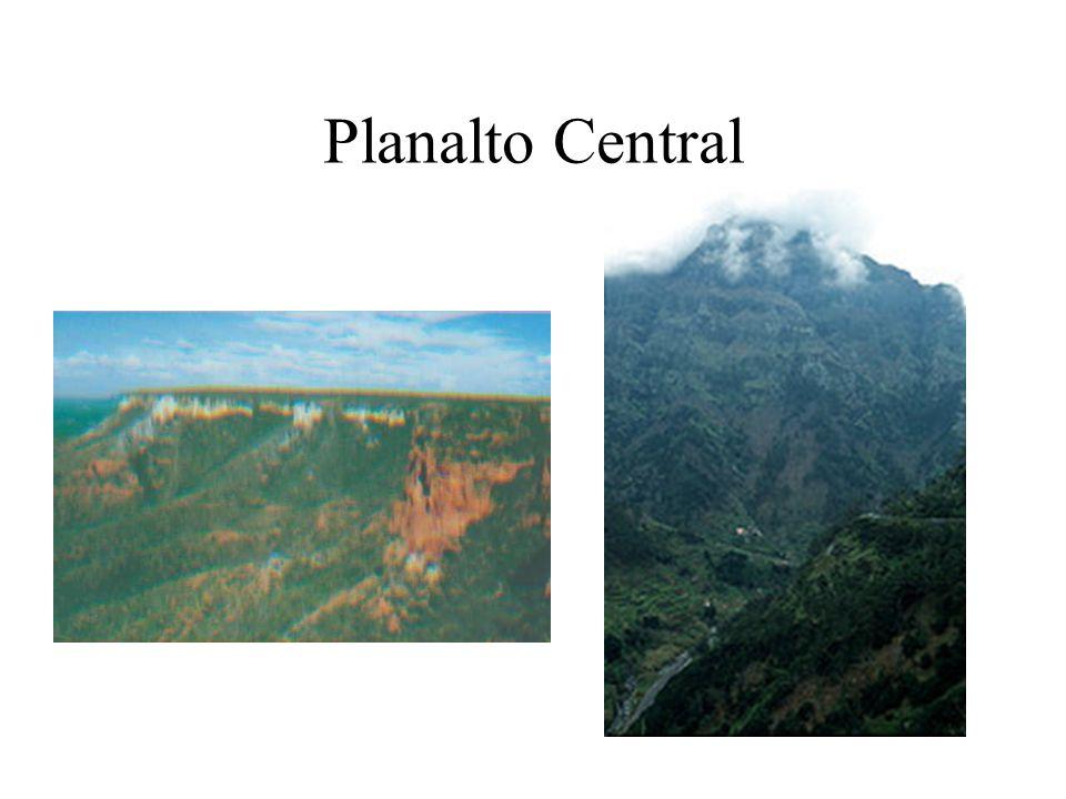 Planalto Central Mangabeiras e Espigão Mestre: divisor de águas entre a bacia do Tocantins e do São Francisco na Fronteira da Bahia com Goiás.
