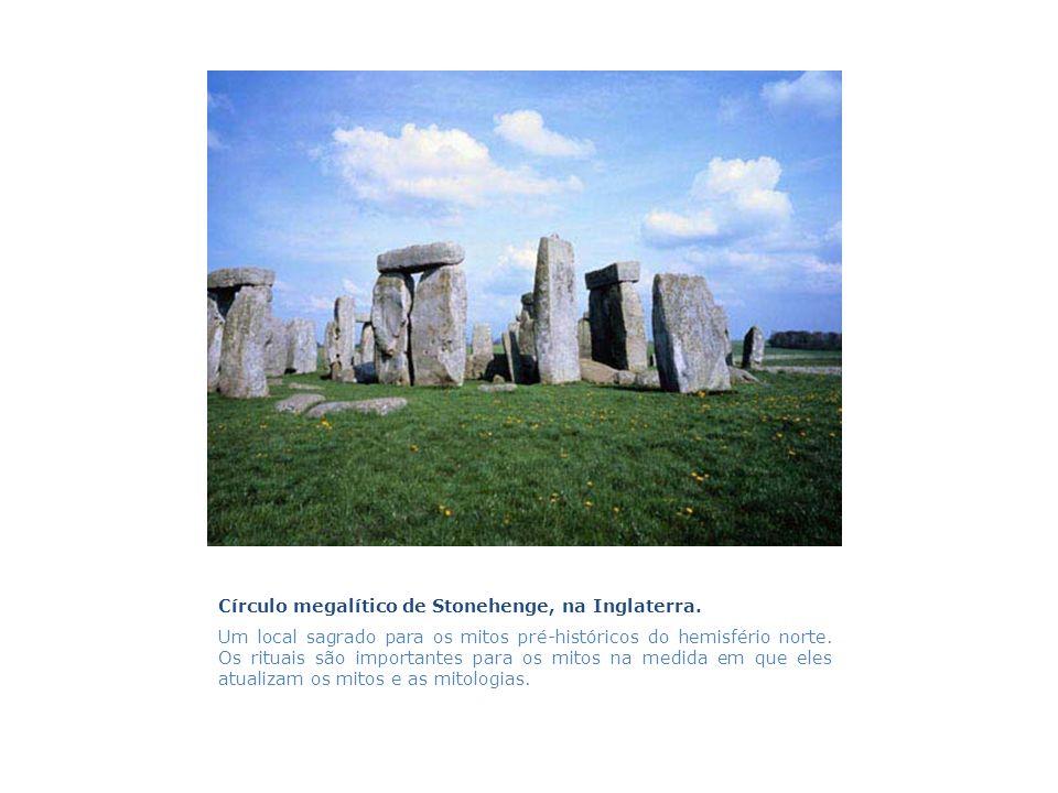 Círculo megalítico de Stonehenge, na Inglaterra.
