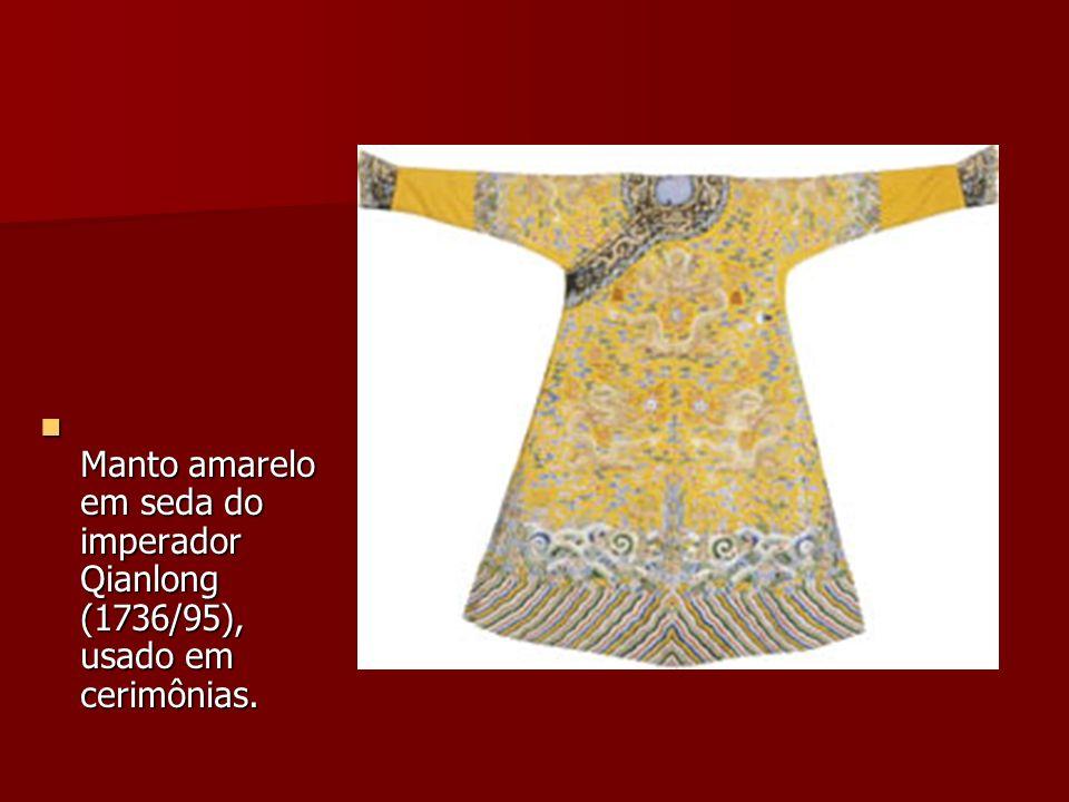 Manto amarelo em seda do imperador Qianlong (1736/95), usado em cerimônias.