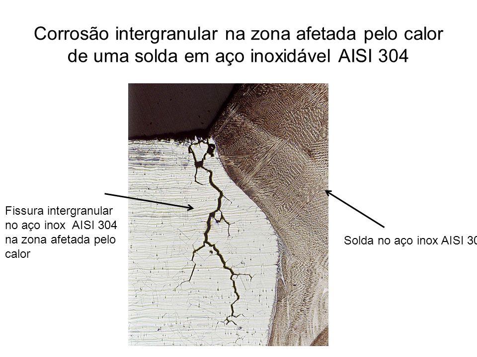 Corrosão intergranular na zona afetada pelo calor de uma solda em aço inoxidável AISI 304