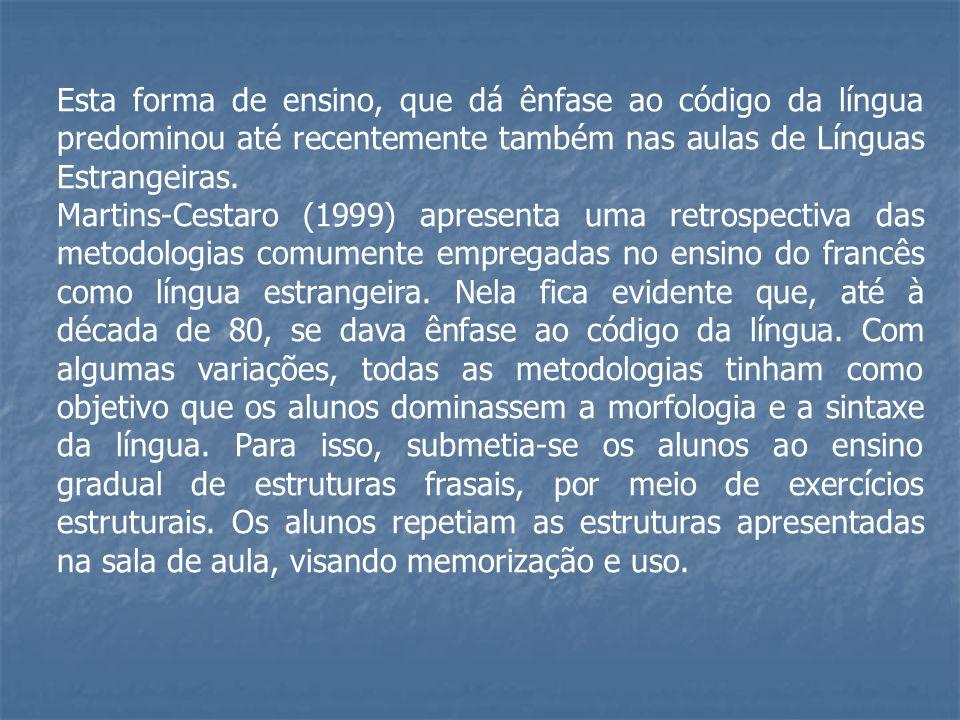 Esta forma de ensino, que dá ênfase ao código da língua predominou até recentemente também nas aulas de Línguas Estrangeiras.