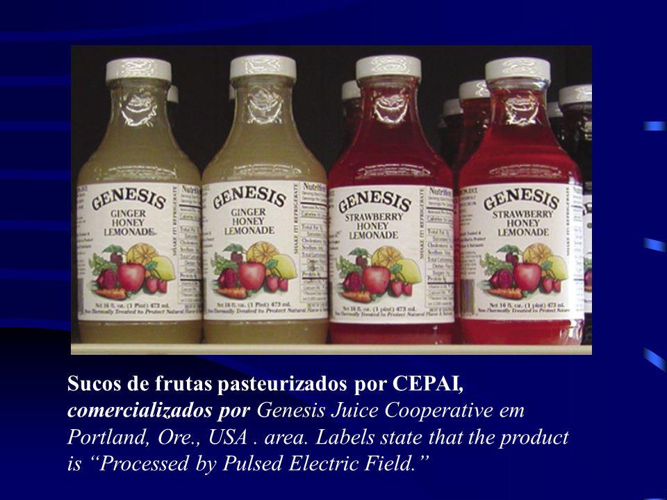 Sucos de frutas pasteurizados por CEPAI, comercializados por Genesis Juice Cooperative em Portland, Ore., USA . area. Labels state that the product