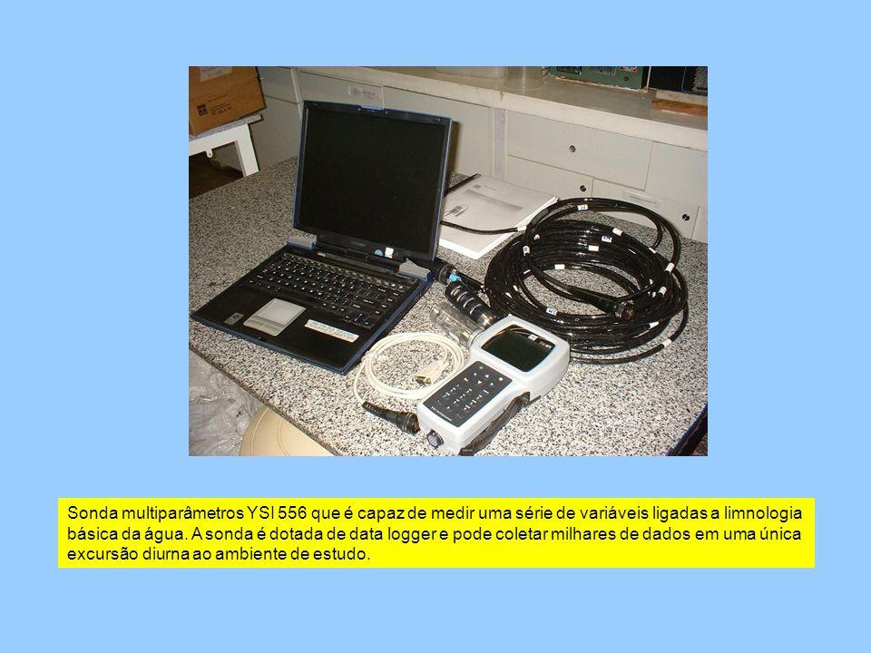 Sonda multiparâmetros YSI 556 que é capaz de medir uma série de variáveis ligadas a limnologia básica da água.