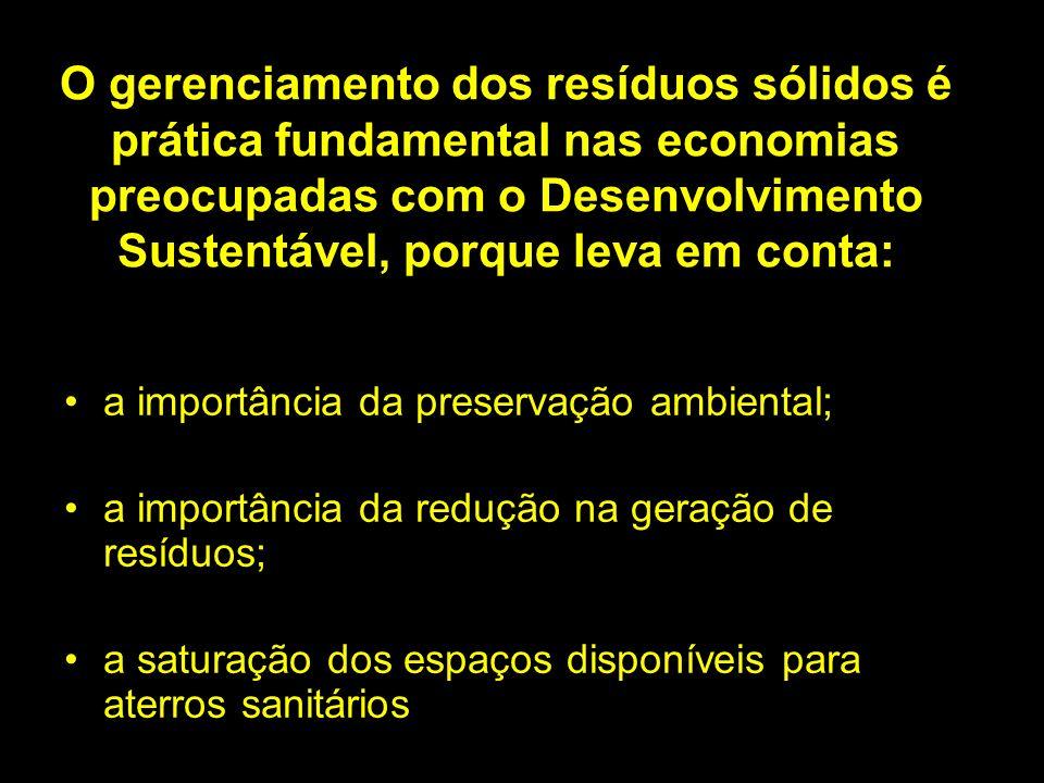 O gerenciamento dos resíduos sólidos é prática fundamental nas economias preocupadas com o Desenvolvimento Sustentável, porque leva em conta: