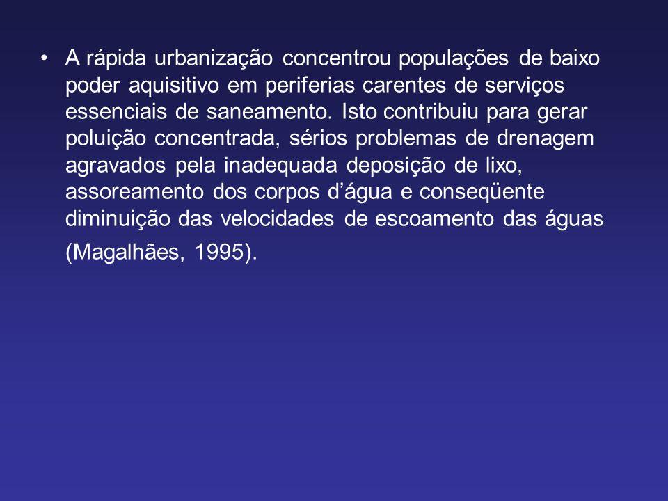 A rápida urbanização concentrou populações de baixo poder aquisitivo em periferias carentes de serviços essenciais de saneamento.