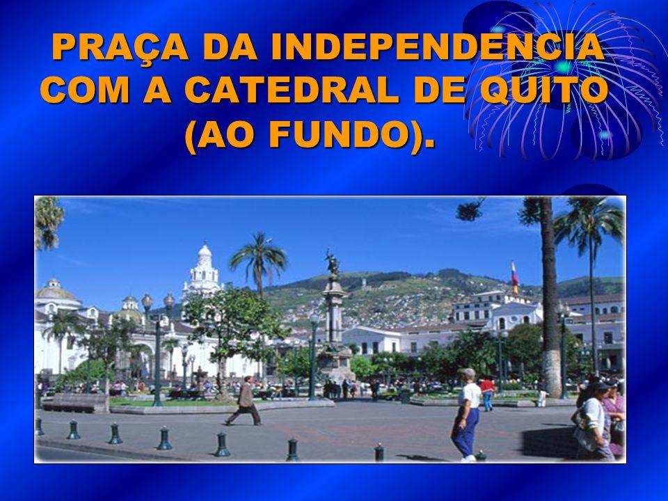 PRAÇA DA INDEPENDENCIA COM A CATEDRAL DE QUITO (AO FUNDO).