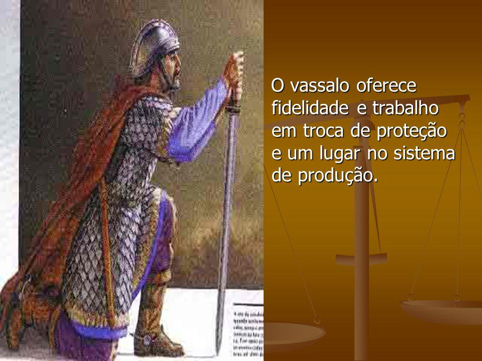 O vassalo oferece fidelidade e trabalho em troca de proteção e um lugar no sistema de produção.