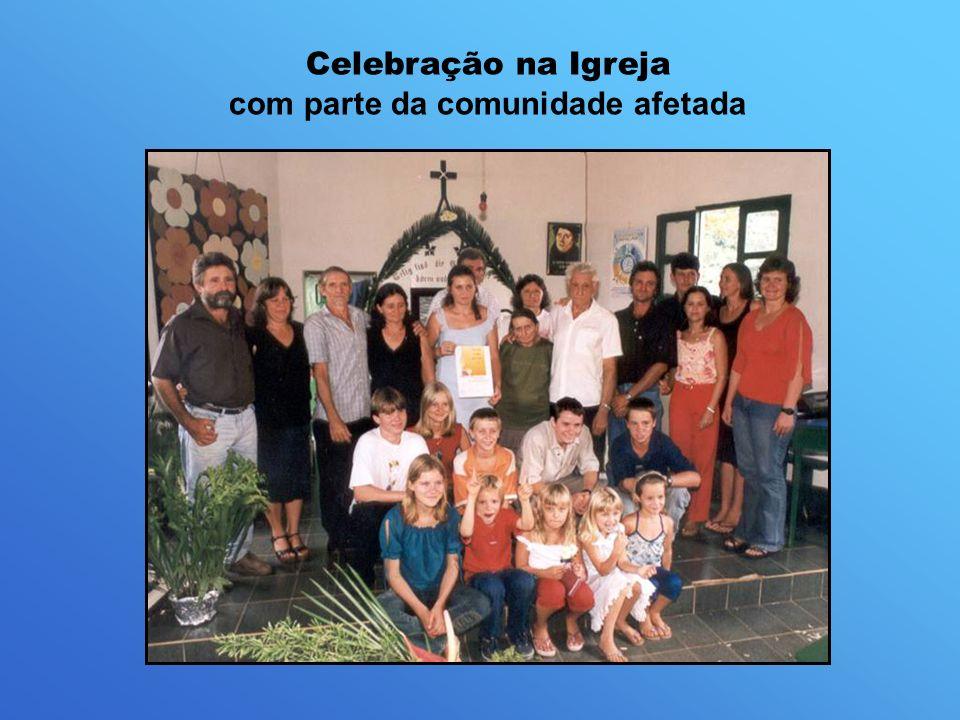 Celebração na Igreja com parte da comunidade afetada