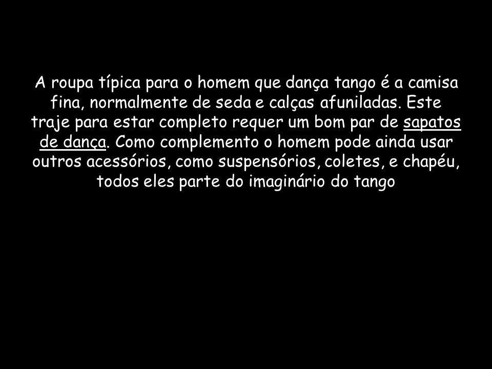 A roupa típica para o homem que dança tango é a camisa fina, normalmente de seda e calças afuniladas.