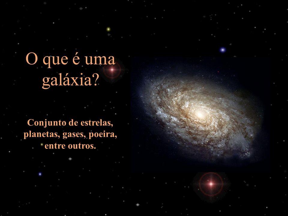 Conjunto de estrelas, planetas, gases, poeira, entre outros.