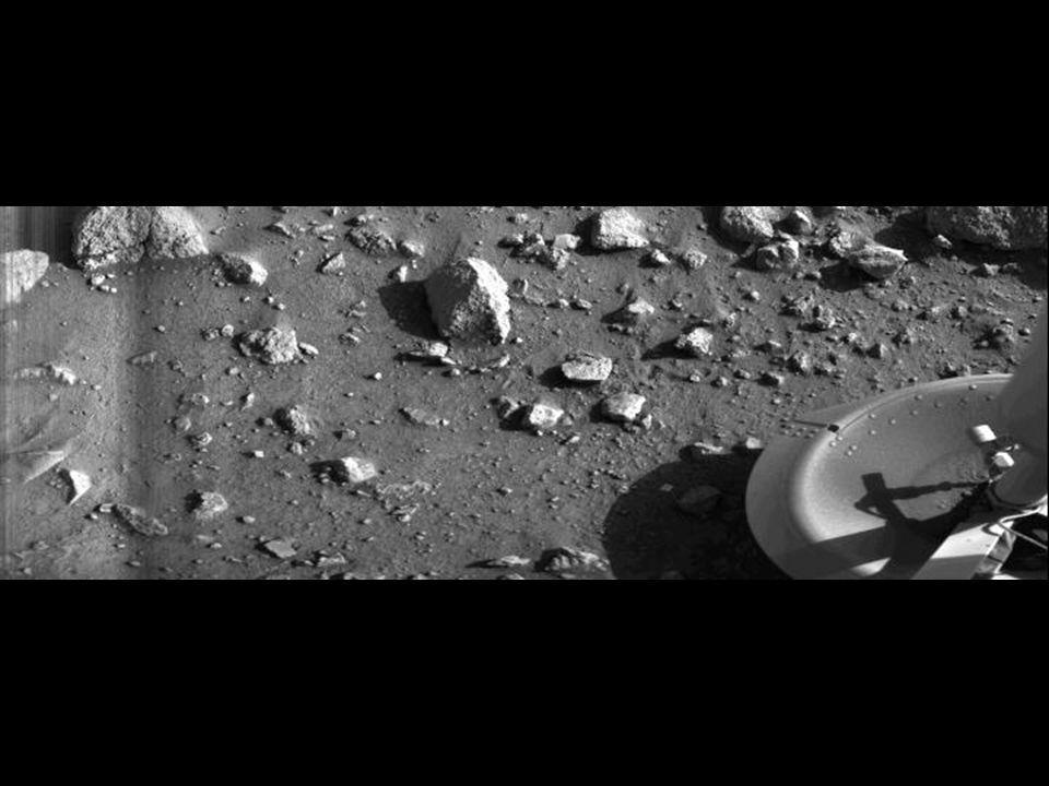 Primeira foto tirada desde a superfície de um outro planeta por uma nave da Terra. É o pé da Viking 1 Lander firmemente pousado em Marte. 1976.